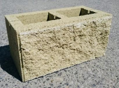 Камень колотый облицовочный 2х пустотный желтый на белом цементе