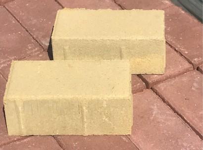 """Плитка тротуарная """"Кирпичик"""" (желтая на белом цементе) 60 мм"""